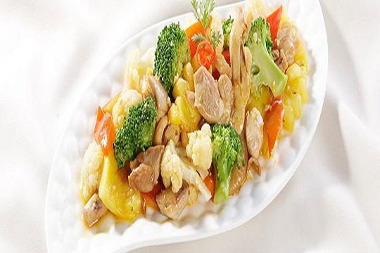 Gà xào thơm bông cải