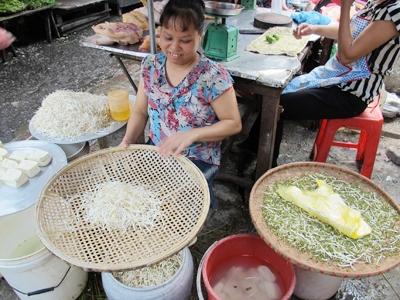 Nho, mận, lựu Trung Quốc và giá đỗ đều có độc